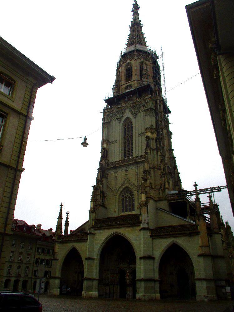 Der Berner Münster in der Frontansicht.