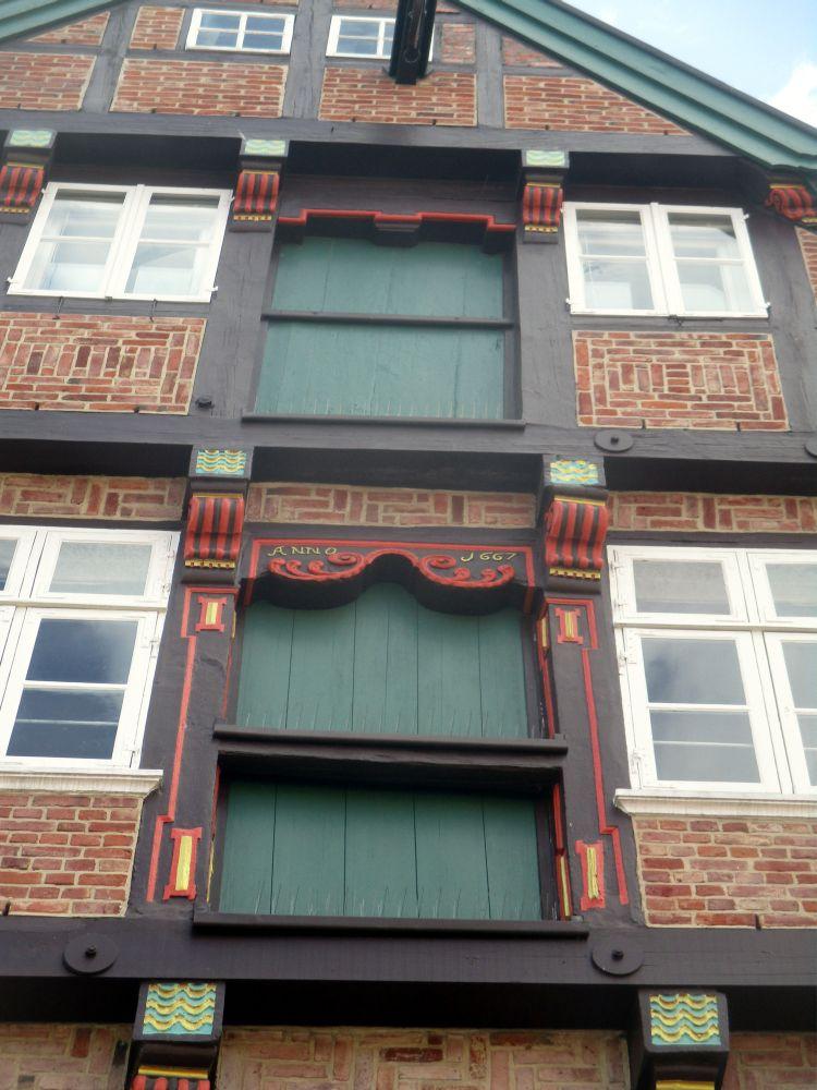 Nahaufnahme einer der Lagerhaustüren, des Kunsthaus Wasser West in der Altstadt von Stade.