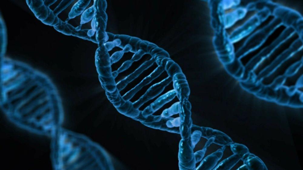 Eine Animation. Drei blaue DNA-Stränge vor einem schwarzen Hintergurnd.