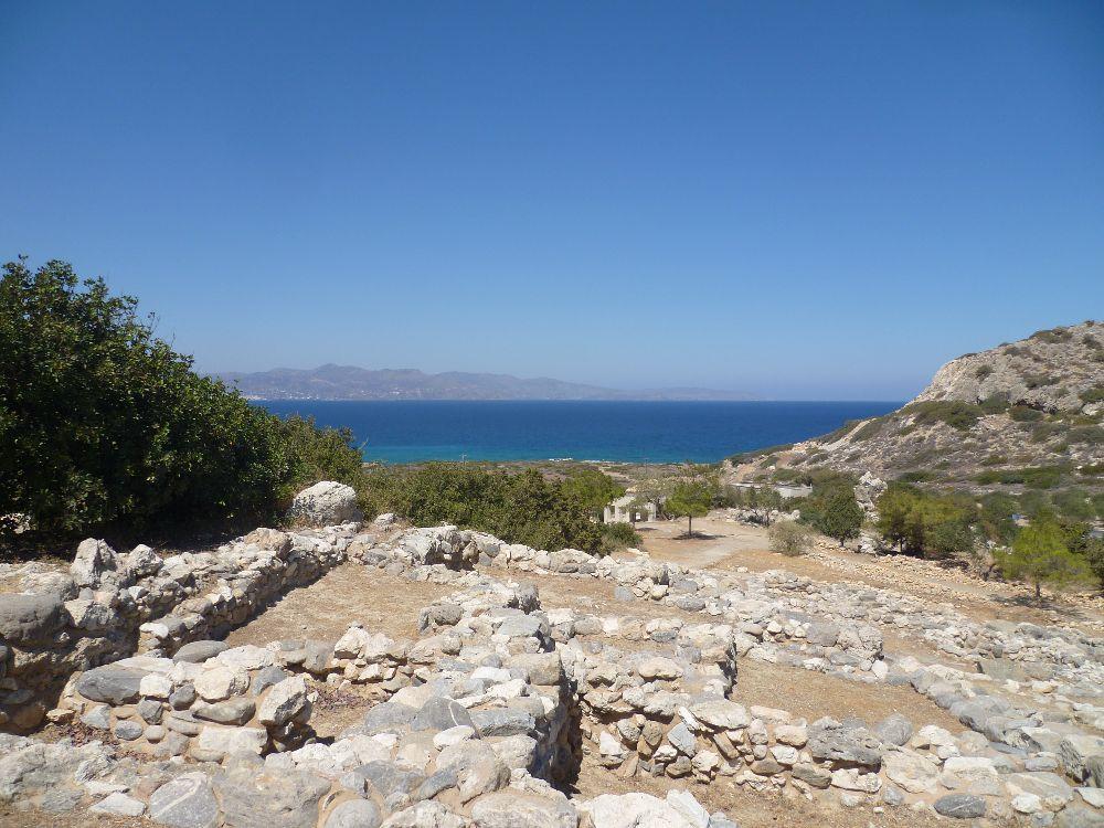 Ausblick auf den Hafen von Gournia. Es wurde von einer sehr hohen Stelle aus af die Mirabellobuch hin Fotografiert.
