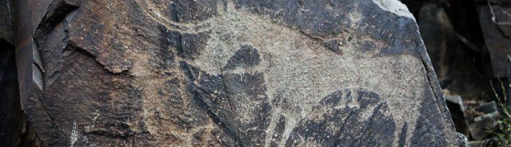 Felsritzung aus Tamgaly. Einn Pferd mit Hörnern als Schattenbild