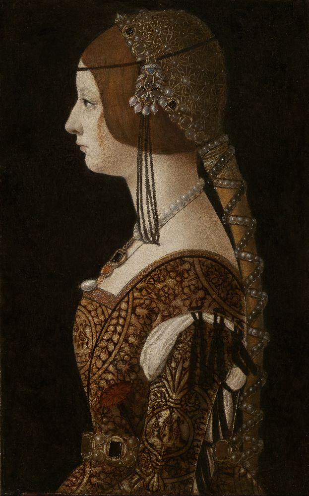 Ein Frau im Profil. Sie hat Brauns Haar zu inm Langen Zopf gebunden. Sie Trägt in Braunes Kleid, und eine Kette. Sie scheint aber sehr unglücklich drei zu blicken.