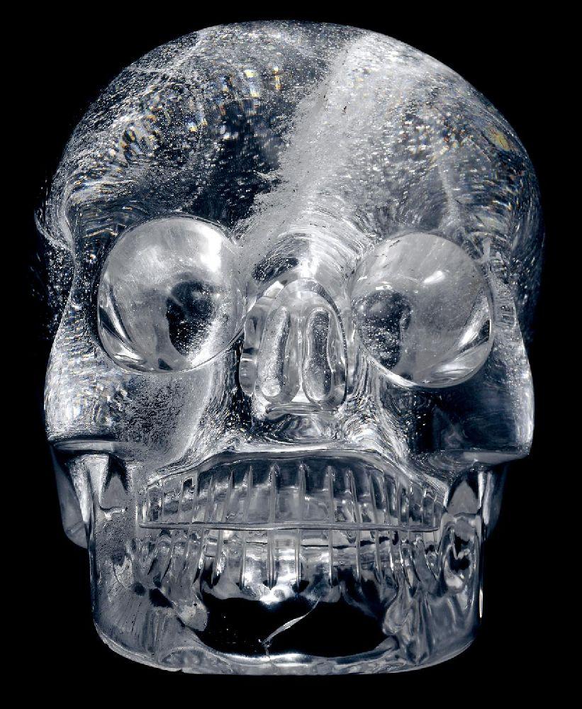 in Crystalschädel. Schnitzerei aus Bergkristall.