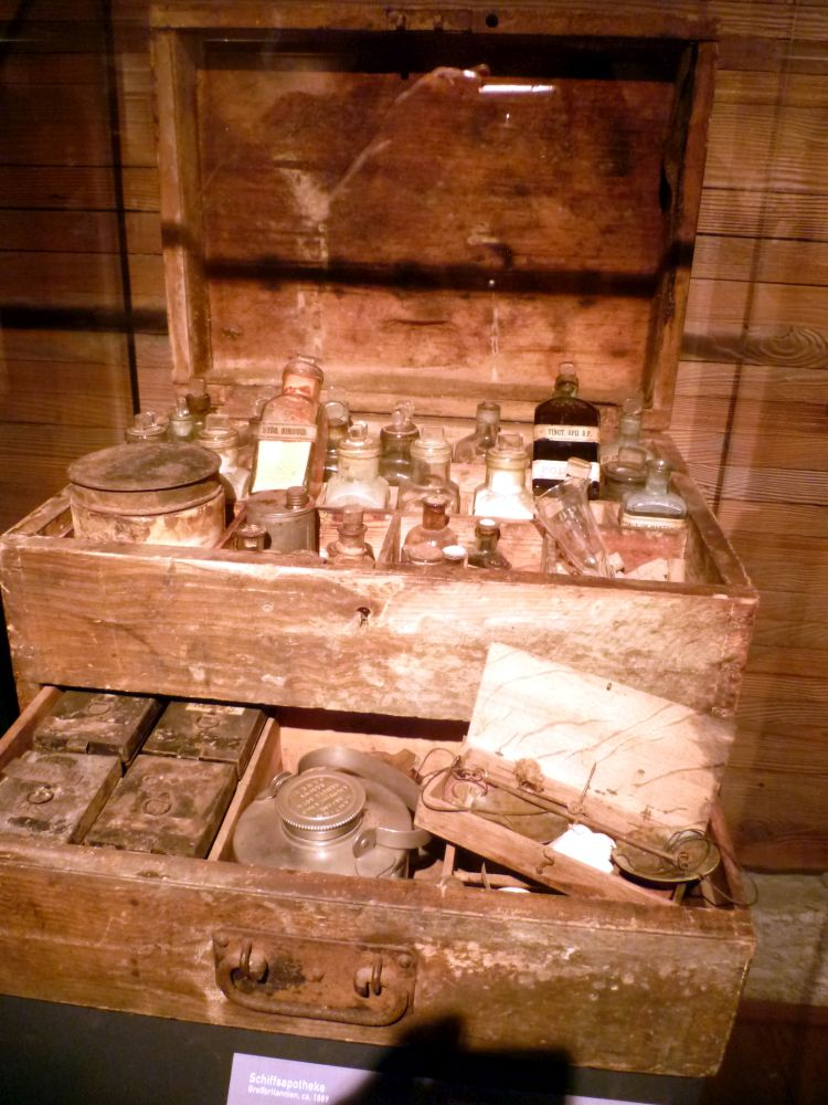 Schiffsapotheken im 19. Jahrhundert