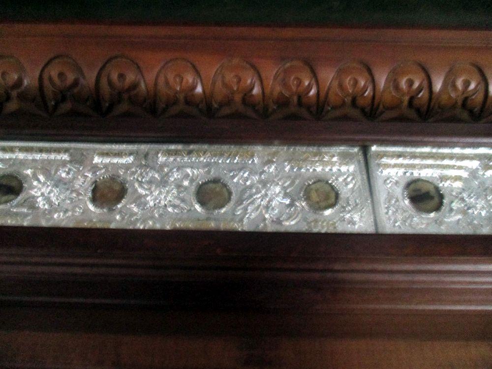 Die Reliquien der Megali Panagia:In Silber gefasst Runde Knochsenstücke von Heiligen.