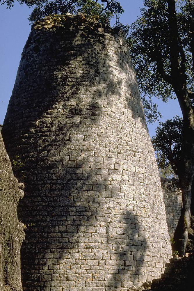 Ein Koischer rundturm aus grauen Stein gemnauert