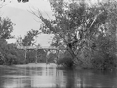 Die Murray River Brücke. Eine Brücke über eine Großen Fluss.