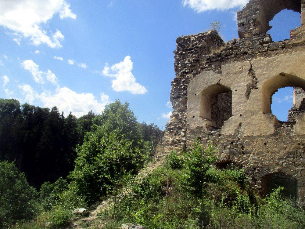 Dívčí Kámen - Eine Burgruine mit Koboldbewachung