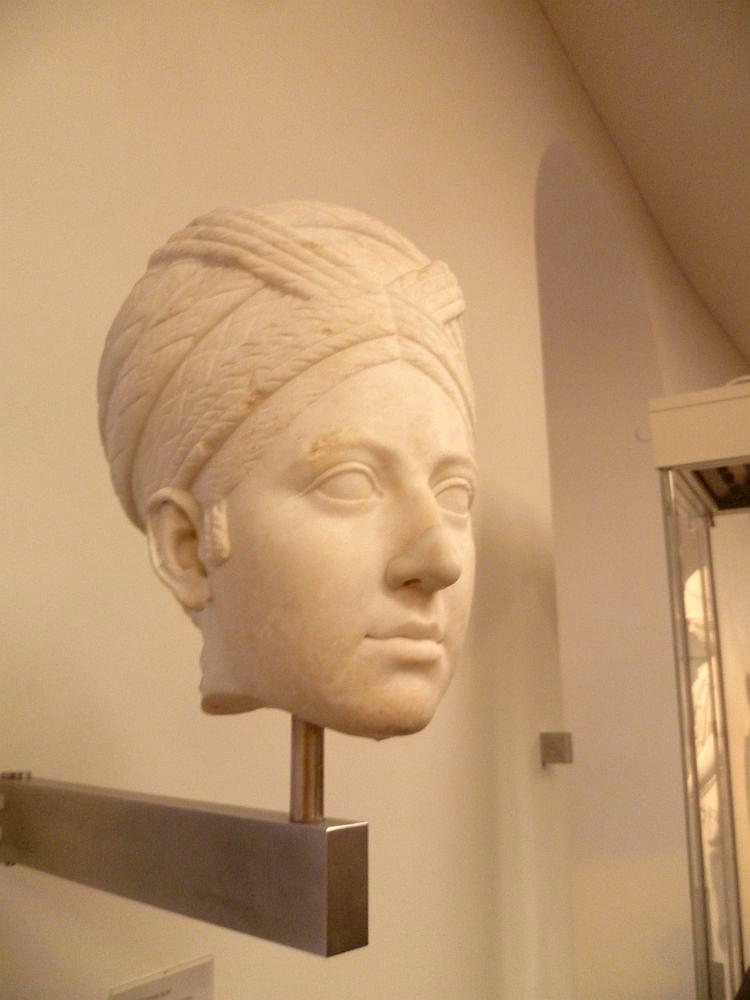 Portrait einer Frau mit kunstvoller Frisur c.a. 110 - 120 n. Chr.