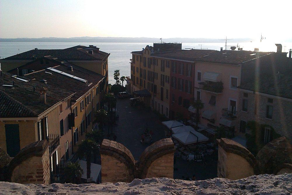 Ausblick auf den Stadtplatz von Sirmione