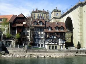 Die Häuser neben der Nydeggbrücke