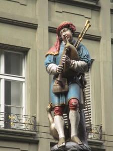 Figur vom Pfeiferbrunnen