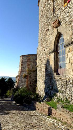 "<a href=""http://www.miss-jones.de/2017/11/03/in-den-tiefen-der-rocca-del-sasso/"">In den Tiefen der Rocca del Sasso</a>"