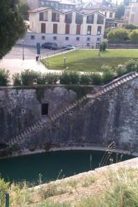 Zugang zum Wassergraben der Festung