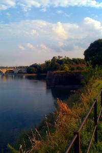 Blick vom Festungswall zuer Eisenbahnbrücke