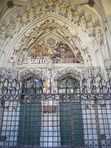 Münsterportal von weitem