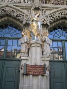 "<a href=""http://www.miss-jones.de/fotogalerie-der-muenster-in-bern/"" target=""_blank"">Fotogalerie Berner Münster</a>"