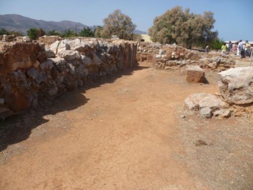 Oberer alter Palastbereich. Hier sind einige Spuren der Alten Palastzeit gefunden worden.
